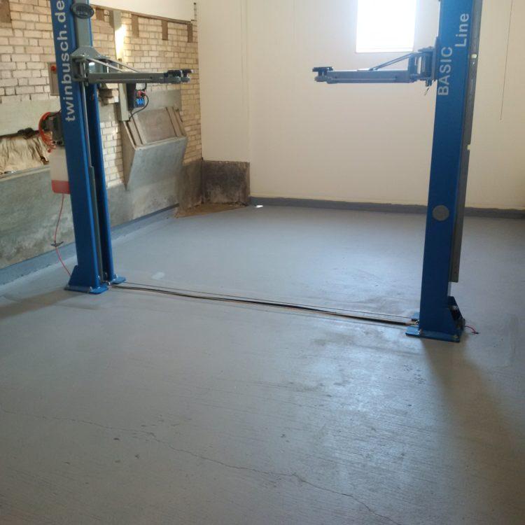 Garage streichen  Garagenboden streichen - Ein Bauernhaus renovieren / Umbauen